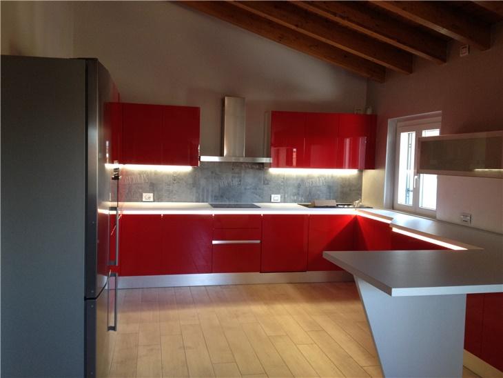 La cucina di Andrea - cucina moderna laccata lucida