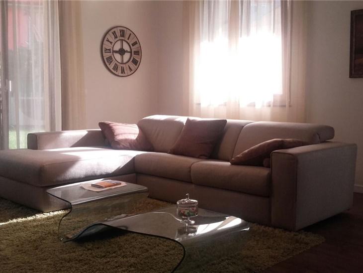 La casa di Luca - divano componibile + tavolino in cristallo curvato