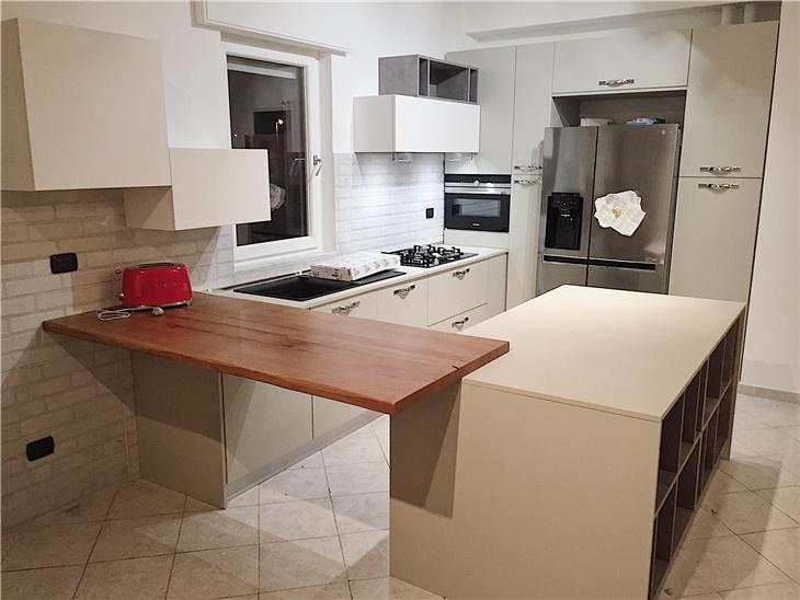 La cucina di Andrea - cucina con isola + bancone in legno artigianale