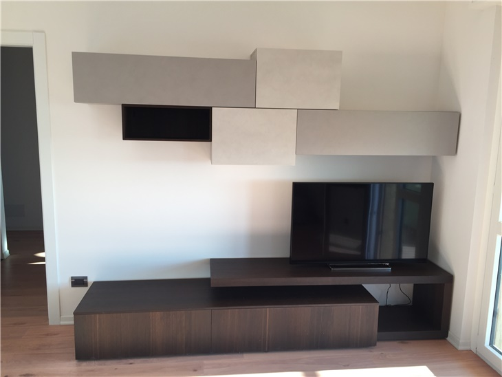 Il soggiorno di Marco - un gioco tra cemento e legno