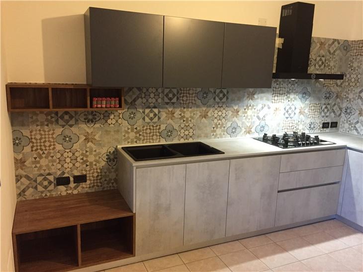 La cucina di Annamaria - un mix fra legno, cemento, e quel pizzico di personalità che non guasta mai