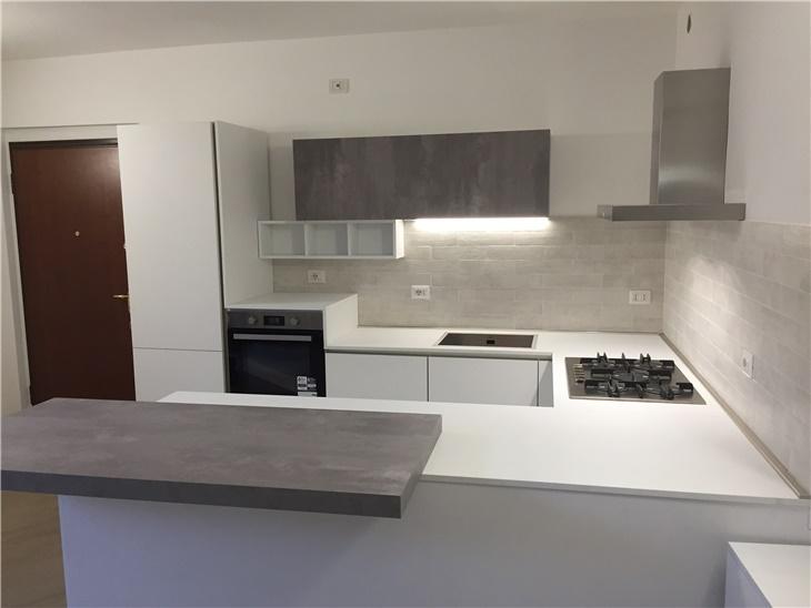Giada - cucina bianco opaco + particolari cemento